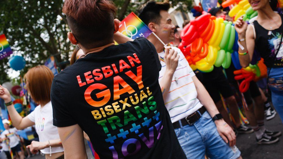 3 Ways to Find Nearby Bisexual People